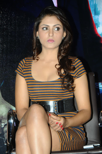 Madhu Shalini Cleavage photos – Santabanta.com Sexy Jokes Hindi
